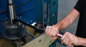 Hydrokit assure le contrôle de vos composants POCLAIN