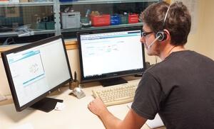 Un technicien Hydrokit répond à toutes vos questions sur les pompes et moteurs hydrauliques Linde
