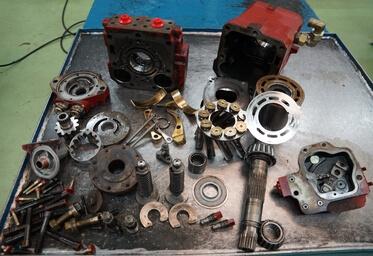 Moteur hydraulique à pistons en réparation