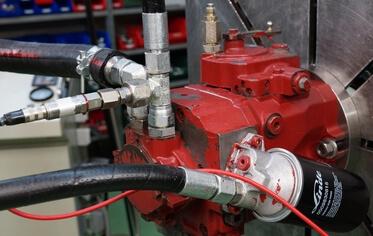 Moteur Linde à pistons hydraulique en cours de test